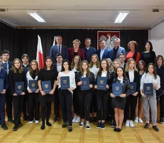 Starostwo Powiatowe w Grójcu przyznało stypendia najlepszym uczniom
