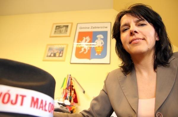 - Trzeba działać - powtarza energiczna wójt gminy Zabierzów Elżbieta Burtan