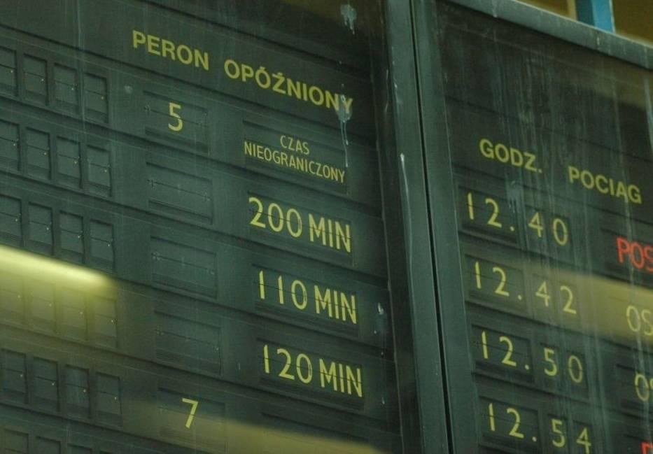 Blisko 900 minut opóźnienia mają dzisiaj pociągi przyjeżdżające i odjeżdżające z poznańskiego Dworca Głównego