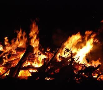 Pożar budynku gasiło osiem zastępów straży (ZDJĘCIA)