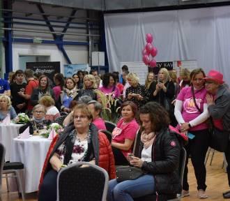 Setki skierniewiczanek wzięło udział w akcji promującej profilaktyczne badania piersi