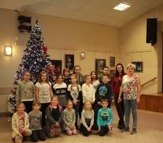 W Ośrodku Kultury w Wielgiem dzieci ubierały choinkę [zdjęcia]