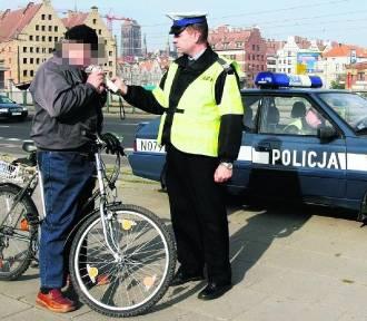 Jadąc po pijanemu rowerem możemy stracić prawo jazdy. Ale jest to niezgodne z prawem