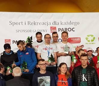 Tomasz Szymkowiak na podium XVII Zimowego Biegu Trzech Jezior