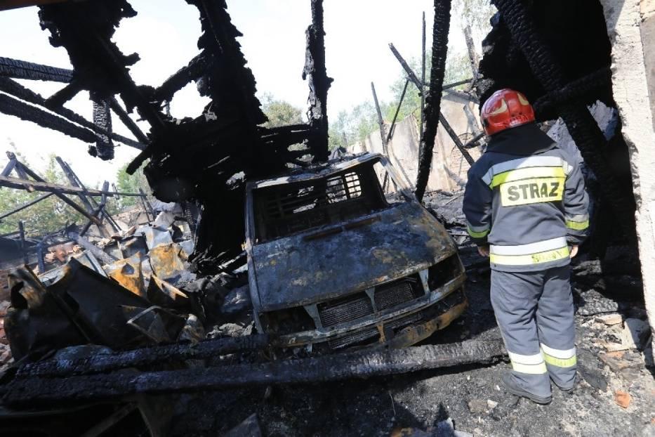 Pożar w Toruniu. Płonął magazyn przy u. Łokietka. Płomienie było widać na Rubinkowie! [ZDJĘCIA]