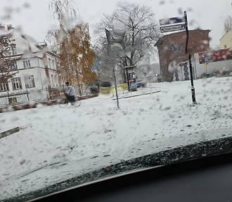 Śnieg w Nowej Soli i okolicy. Radość dla dzieci, ale problem dla niektórych kierowców