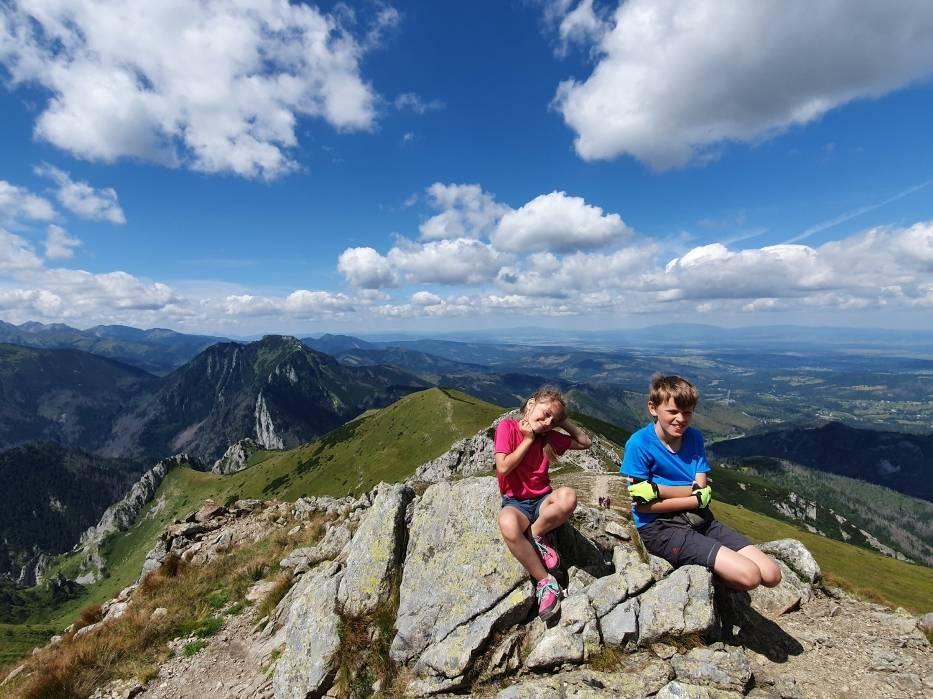 Letnie wyjazdy dla dzieci i młodzieży powinny odbyć się planowo