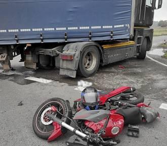 17-latek jadący motorowerem zderzył się z ciężarówką