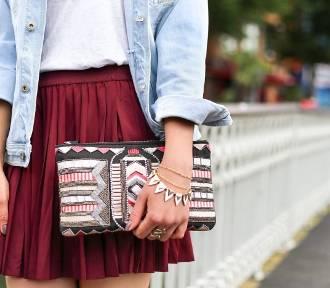 Plisowana spódnica: stylizacje. Komu pasuje i jak ją nosić?