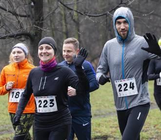 Bieg dla Par 2020 Warszawa. Zdjęcia z walentynkowej imprezy w parku Skaryszewskim [FOTORELACJA]