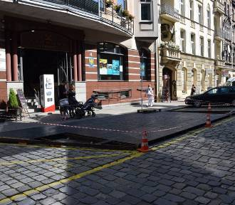 Przy Teatralnej rozpoczęła się budowa pierwszego w Katowicach parkletu ZDJĘCIA