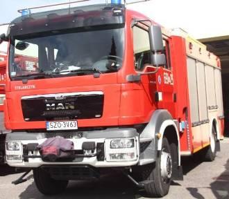 Żory: na Dolnym Przedmieściu w ogniu stanął dostawczy bus. Auto doszczętnie spłonęło