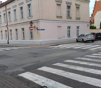 Poszukiwany kierowca osobówki z powiatu brodnickiego. Rozbił szybę głową dziecka