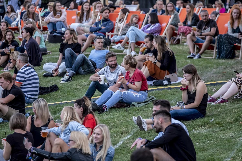 Piątkowy koncert zespołu Sorry Boys zainaugurował Letnie Brzmienia w parku Starego Browaru