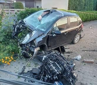 Pijany 33-latek rozbił samochód na ogrodzeniu niszcząc słup energetyczny