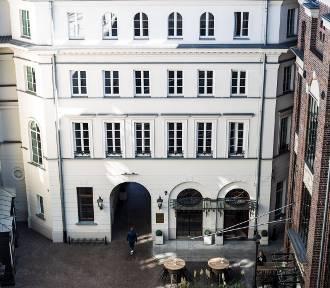 Plac Bankowy 1: Kolebka Warszawskiej Gastronomii, zimnego piwa i... stołecznych cinkciarzy