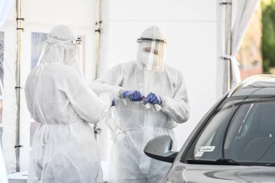 Centrum testowe drive thru przy Instytucie Medycyny Tropikalnej i Morskiej w Gdyni