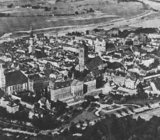 Znikały zabytkowe dzielnice, a nawet całe miasta... Skąd brano budulec na odbudowę Warszawy?