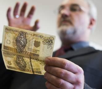 400 złotych dodatku do pensji. Kto może je dostać?