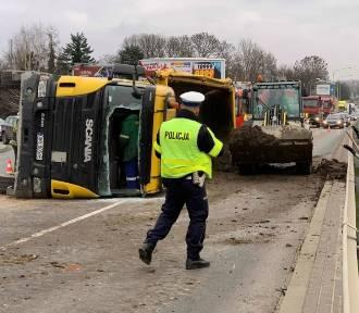 Wypadek na wiadukcie na Teofilowie. Ulica zablokowana!