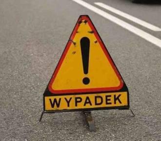 Wypadek na obwodnicy Gdańska. Samochód uderzył w słup