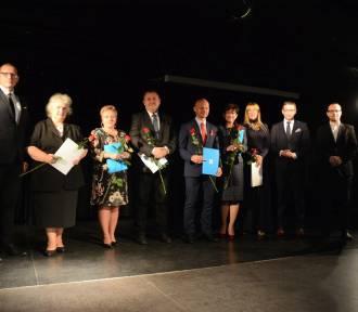 Wybitni nauczyciele z Rybnika nagrodzeni medalami [ZDJĘCIA]