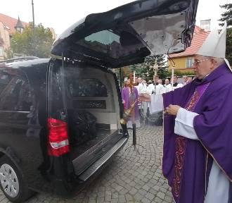 Wierni pożegnali księdza zmarłego na COVID-19