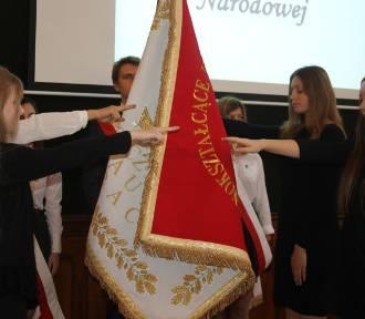 Nowy sztandar dla I LO w Krotoszynie oraz ślubowanie pierwszoklasistów [ZDJĘCIA]
