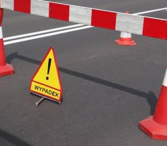 Wypadek w Beleniu. Auto dachowało
