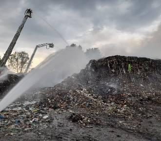 Nocny pożar składowiska odpadów w Rudzie Śląskiej. Trwa dogaszanie śmieci