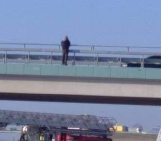 Syców: Mężczyzna z wiaduktu jest już bezpieczny. Czy chciał skoczyć z powodu miłości?