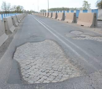 Dziury na moście w Międzychodzie załatane
