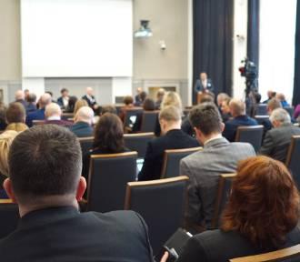 Konferencja NIK: Aglomeracje miejskie - wpływ transportu drogowego na jakość powietrza [ZDJĘCIA,