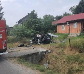 Kierowca w Pruchniku uderzył w betonowy przepust. Trafił do szpitala