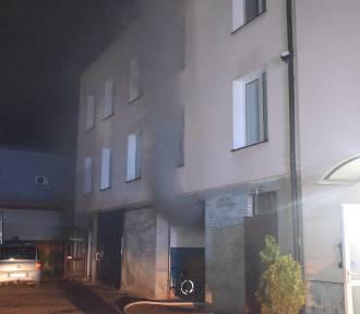 Pożar budynku mieszkalnego w Miastku na ulicy Małopolskiej (WIDEO)