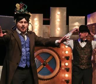 """Wrocławski Teatr Lalek: pełna napięcia premiera """"Tesla vs Edison"""" (ZOBACZ)"""