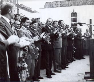 I LO Gniezno. Tak szkołę budowano. Fantastyczne historyczne zdjęcia z lat 1960-1980