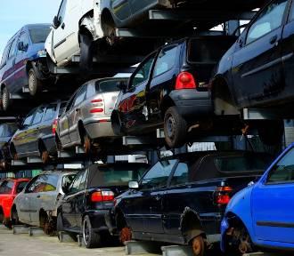 35-latek sprowadzał auta z zagranicy, nie płacił akcyzy i VAT-u. Straty państwa to 1,5 mln złotych!