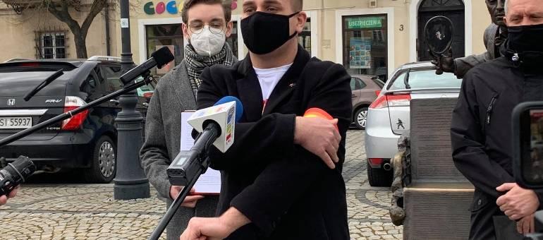 Działacze Tęczowej Wiosny walczą o prawa osób LGBT. Złożyli projekty uchwał  w 13 miastach w Łódzkiem ZDJĘCIA, FILM