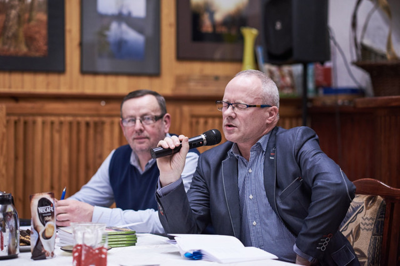 W kawiarni Gminnego Ośrodka Kultury zorganizowano wieczór autorski z Jerzym Ferchowem