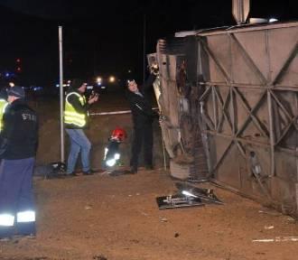 Wypadek autokaru. Zginęła 1 osoba. Są ciężko ranni