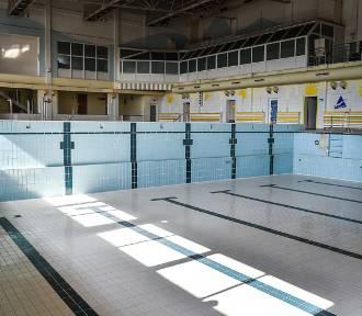 Nieczynna od dwóch lat pływalnia Akwawit w Lesznie  [ZDJĘCIA i FILM]