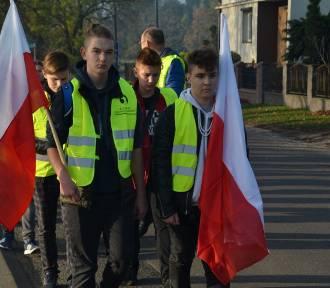 """Uczniowie z Gruszczyc wzięli udział w akcji """"Szkoła Pamięta"""" [FOTO]"""