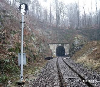 Remont najdłuższego tunelu kolejowego w Polsce. Potrzebna opinia ekspertów (ZDJĘCIA)