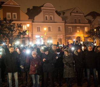 Łomża uczciła minutą ciszy pamięć Pawła Adamowicza