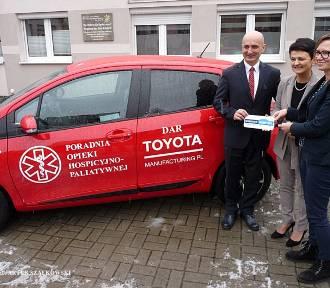 Wałbrzych: Toyota przekazała samochód hybrydowy dla hospicjum (ZDJĘCIA)