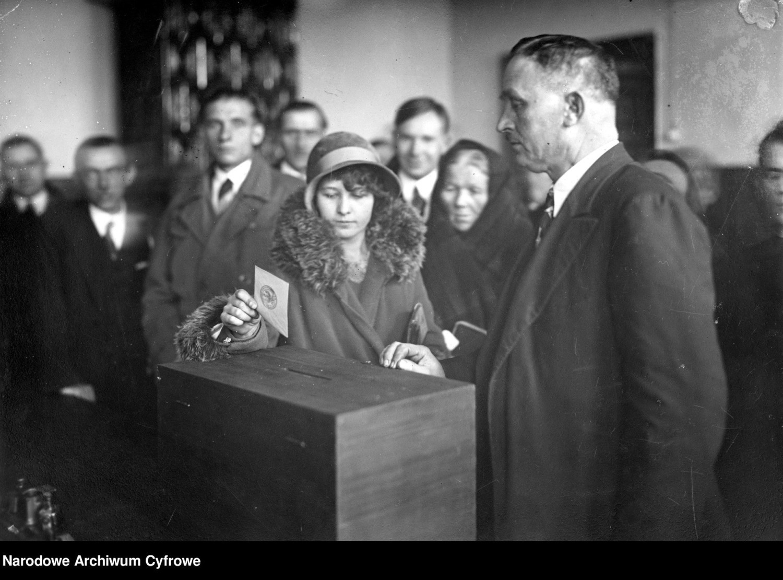 Jak głosowaliśmy 50 i 100 lat temu? Zobacz archiwalne zdjęcia z wyborów