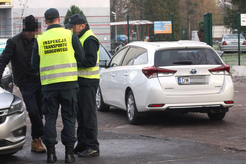 Do 500 zł można zostać ukaranym za przewóz osób pojazdem nieprzeznaczonym lub nieprzystosowanym do tego celu: 100 zł za każdą osobę