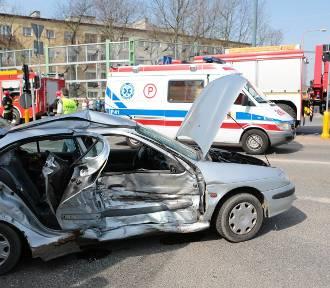Pięć osób w szpitalu po zderzeniu dwóch aut w Skierniewicach