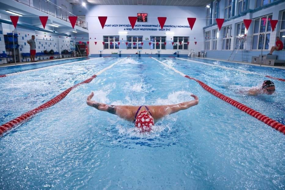 Niektóre siłownie i baseny wciąż są otwarte mimo licznych kontroli